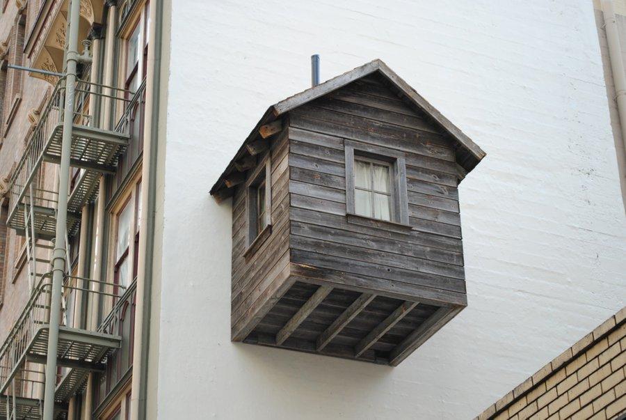 Если застройщик уменьшил жилую площадь а прибавил балкон